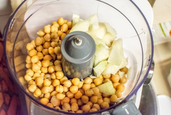 Chickpeas and onion in mixer